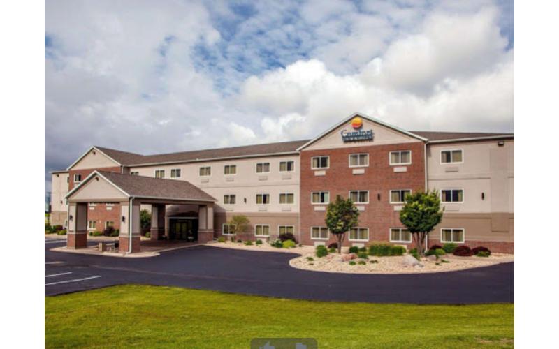 Comfort Inn & Suites Davenport - Overnight Stay in King Suite  at Comfort Inn & Suites Davenport - Quad Cities