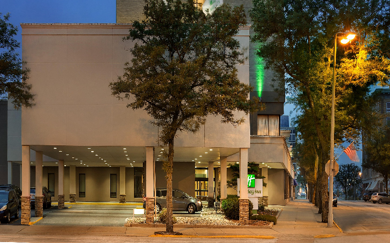 Holiday Inn-Rock Island - Holiday Inn Rock Island-Overnight Stay-Hotel Extravaganza Save 50%