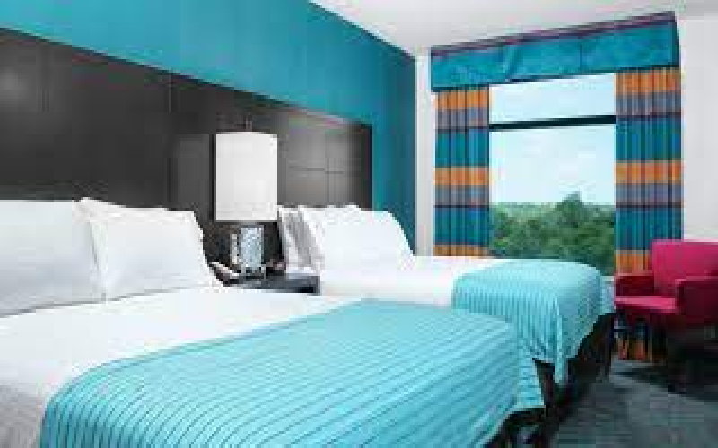 Holiday Inn Express-Moline - Holiday Inn Express-Moline Overnight Stay in Standard Room-Hotel Extravaganza Save 50%!